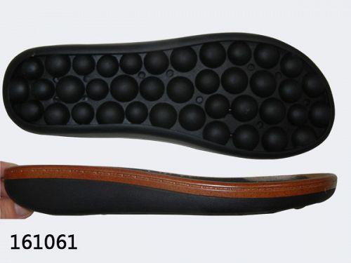 Soccer shoe sole
